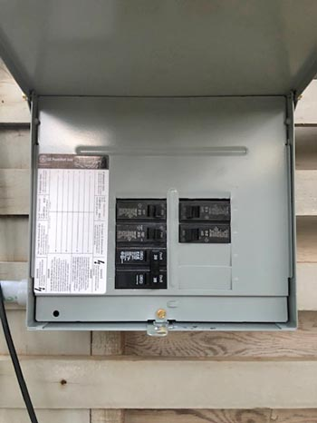 This picture shows a sub panel installation in Tallahassee. This subpanel distributed a new circuit to a garage.